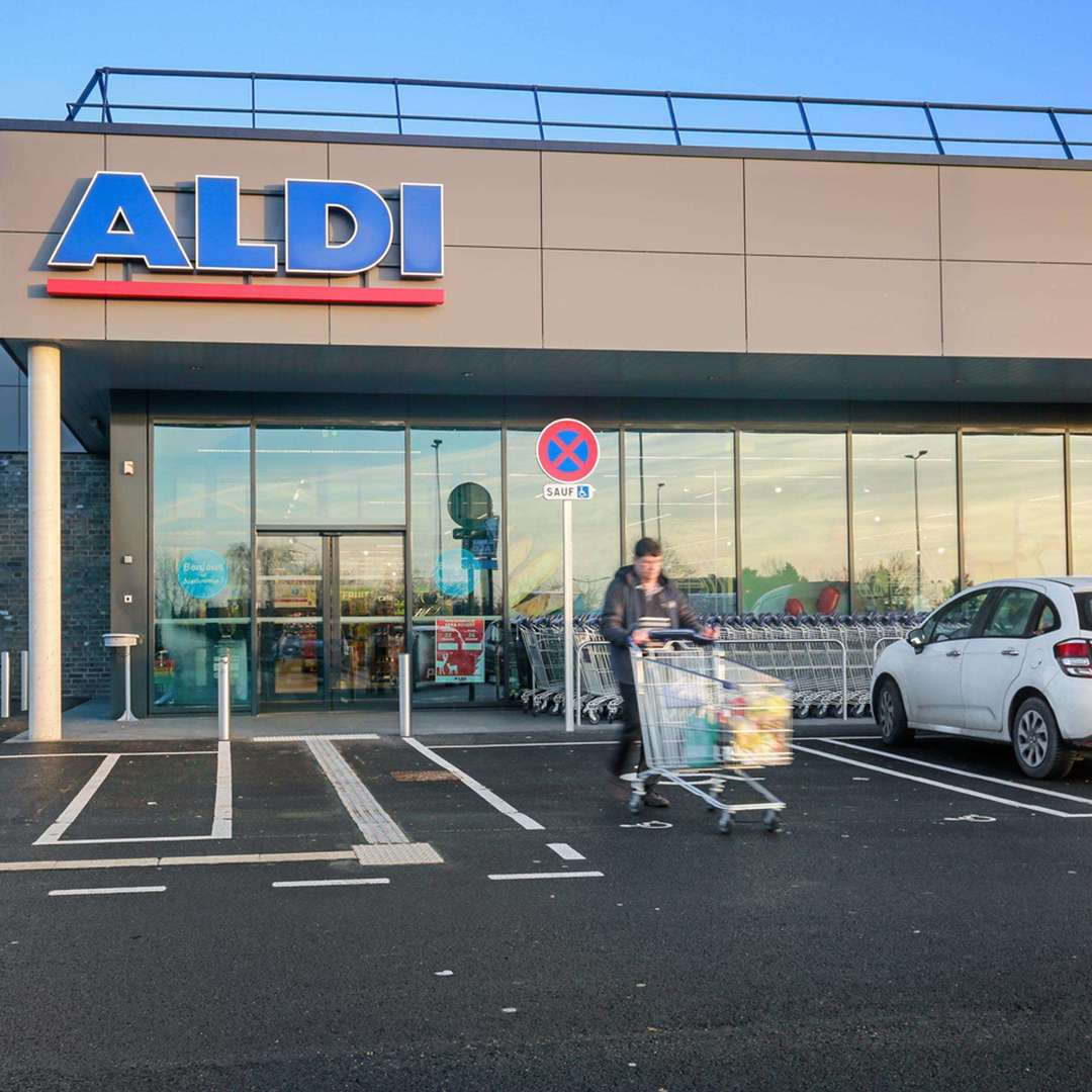 Violences et insultes racistes au supermarché, la victime porte plainte contre le vigile