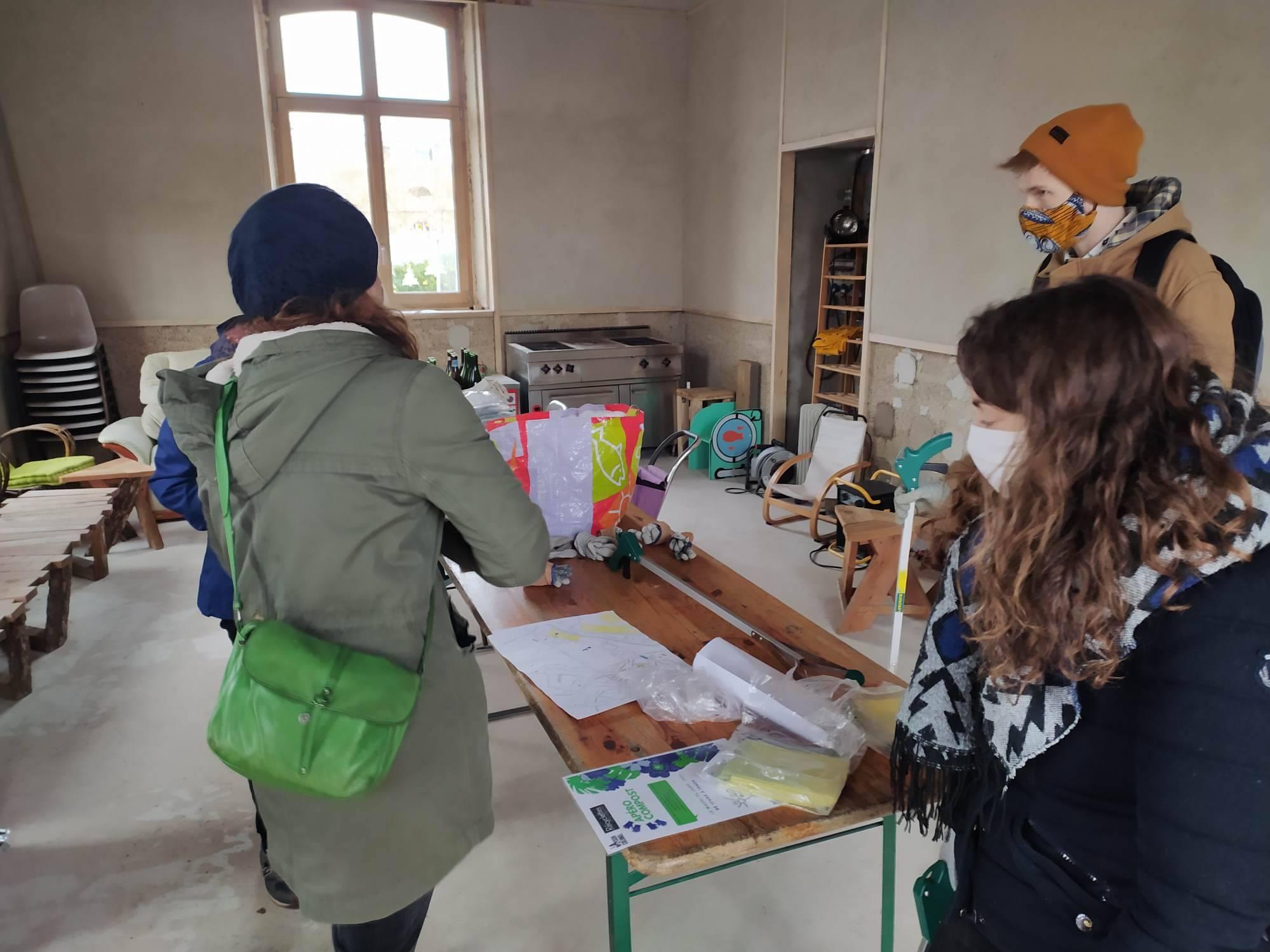 Opération ramassage de masques à la Maison du Colonel: «un acte écologique»