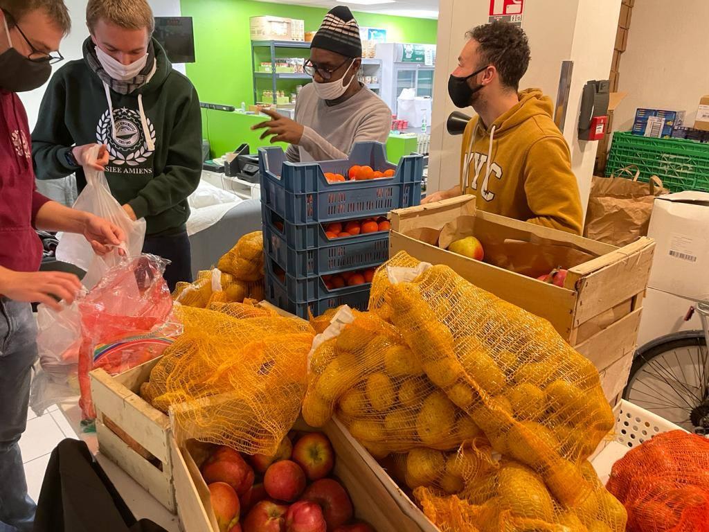 [SOLIDARITÉ] L'Agoraé et le Marché Solidaire distribuent des légumes à 130 étudiants