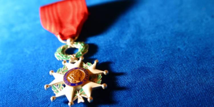 Légion d'honneur: quatre cadres hospitaliers, un médecin et une infirmière récompensés